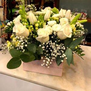 Centro de flor en blancos Ivalde