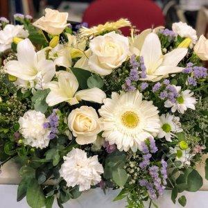 Centro de flor fresca variada Cos