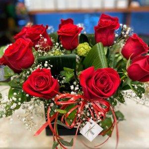 Centro de rosas rojas Ares