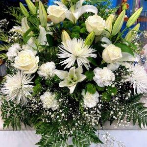 Centro flor fresca funeral Zodiaco