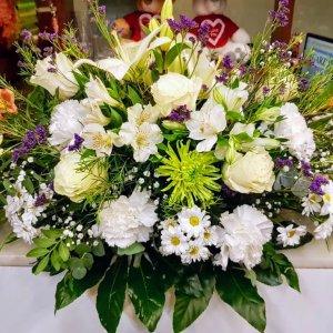 Centro flor fresca funeral Pisistrato