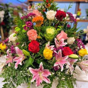 Centro flor fresca funeral Metis