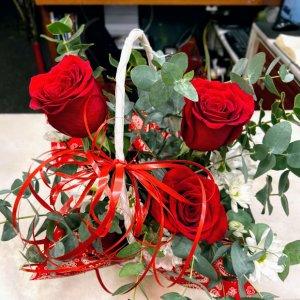 Cestas de 3 rosas rojas Mojini
